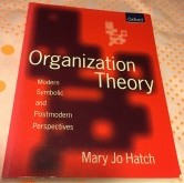 Enskar bøkur - Organization Theory. Mary Jo Hatch